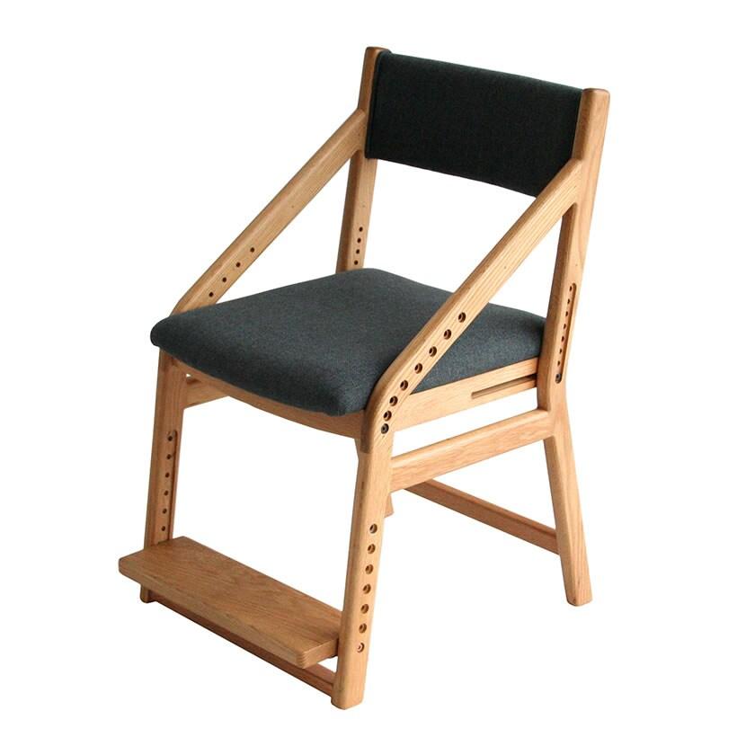 8段階で座面・足置きが調節可能 子供チェアー